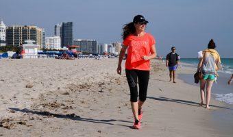 Att jogga längs Miami Beach