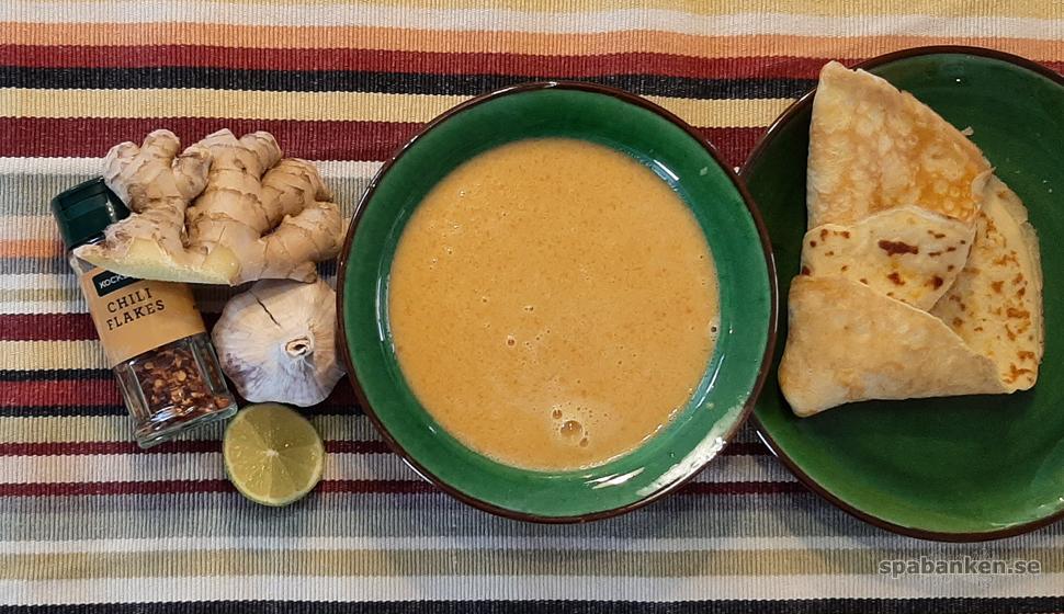 Mättande i solgula toner: morotssoppa och majspannkakor